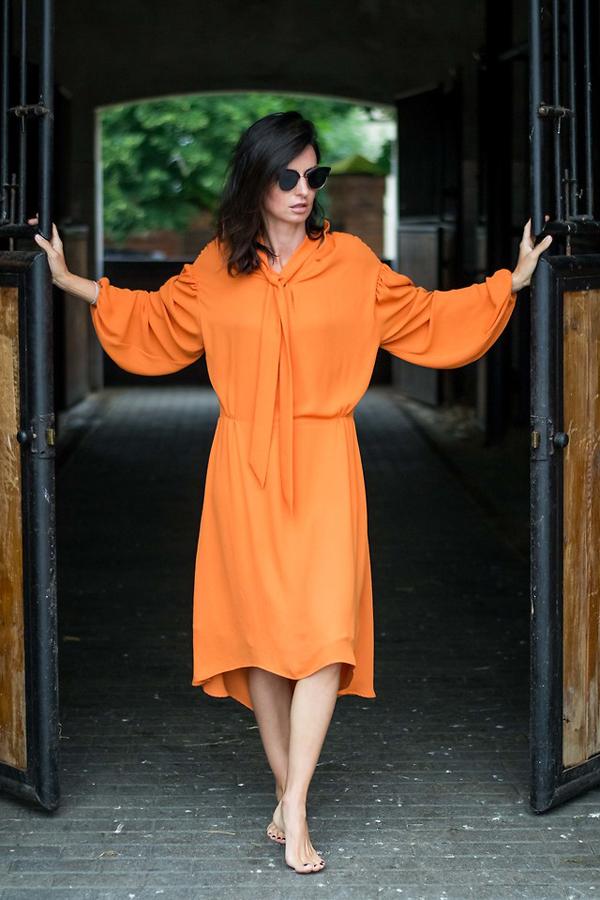 Mặc đẹp cùng xu hướng cơn lốc màu da cam