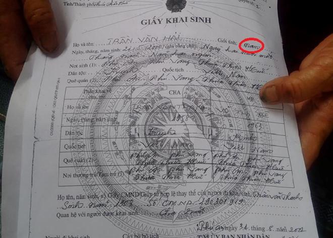 Nữ sinh phải nghỉ học vì giấy khai sinh ghi nhầm giới tính nam