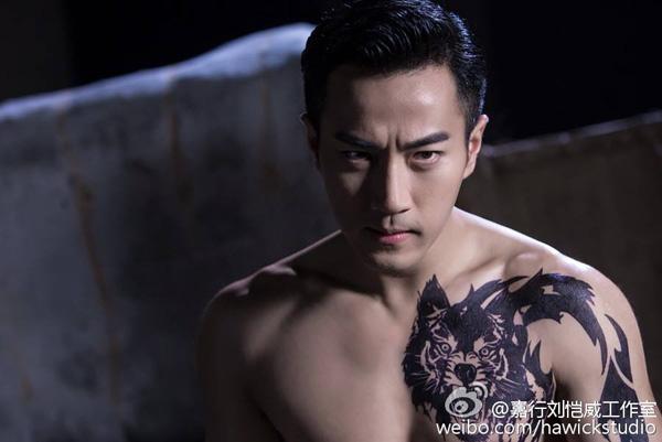 Vua Khang Hy bị gán mác lão ngoan đồng vì trẻ hơn vợ