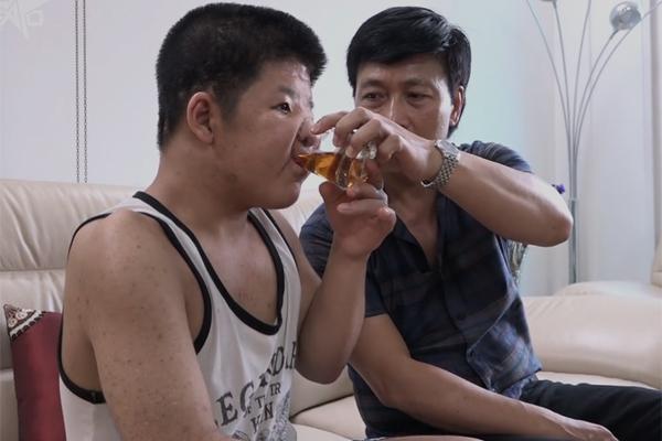 Điều gì khiến con trai diễn viên Quốc Tuấn vẫn hạnh phúc suốt 15 năm địa ngục?
