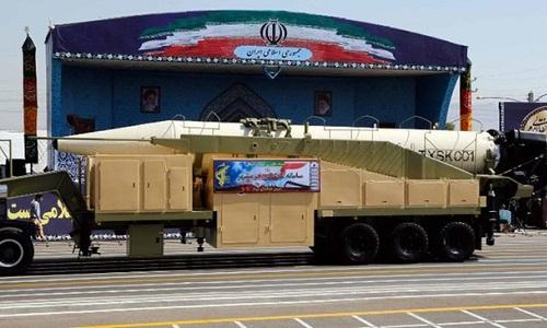 Iran ra mắt tên lửa đạn đạo tầm bắn 2.000 km