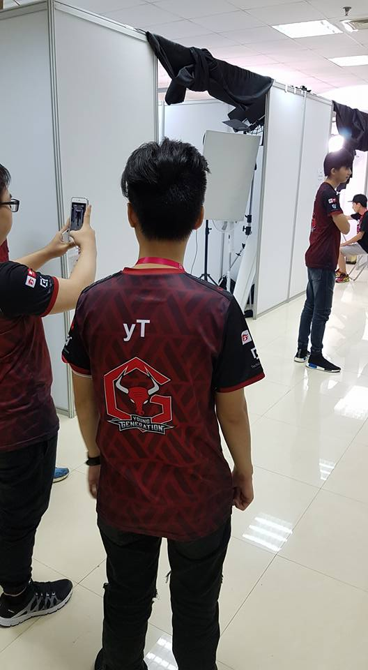 Những hình ảnh của YG trong ngày đầu tiên tại Vũ Hán: Tràn đầy sự tự tin!