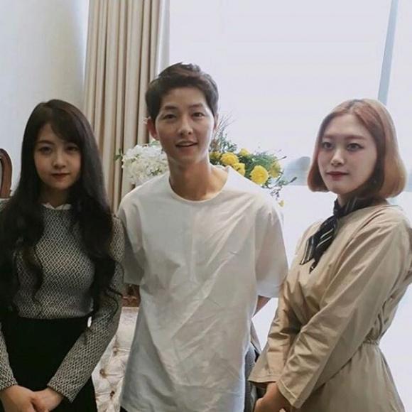 Hành động đặc biệt của Song Joong Ki thể hiện anh là trai đã có chủ