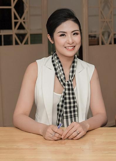 Ngọc Hân xinh đẹp làm diễn giả chia sẻ kinh nghiệm khởi nghiệp