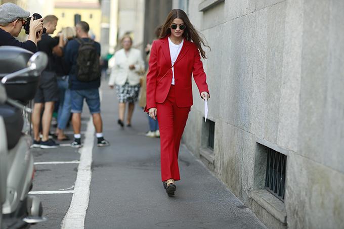 Street style thanh lịch, đơn giản phủ sóng Milan Fashion Week
