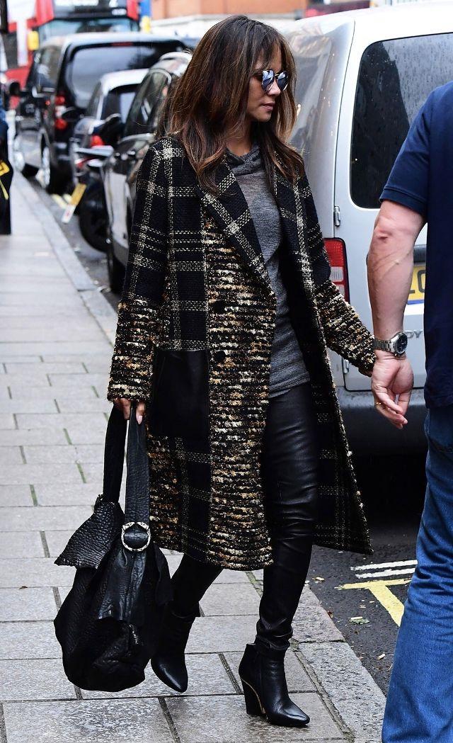 Xu hướng áo khoác được sao Hollywood đồng loạt yêu thích