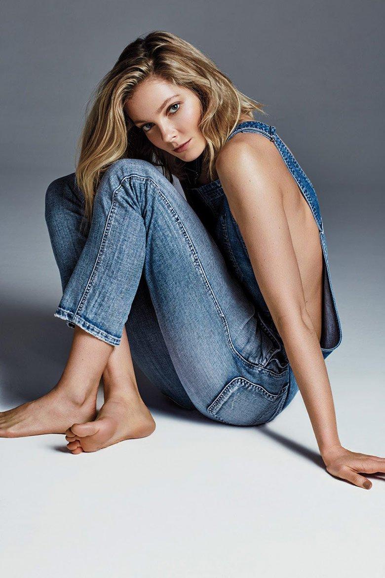 Đôi chân dài miên man của người đẹp Hungary