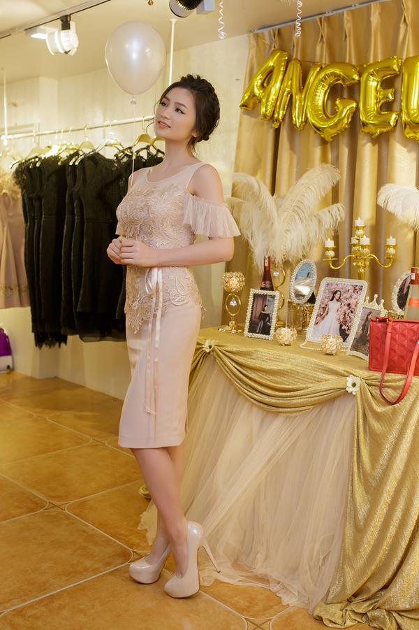 Vũ Thu Phương trẻ như nữ sinh nhờ váy trắng thanh lịch