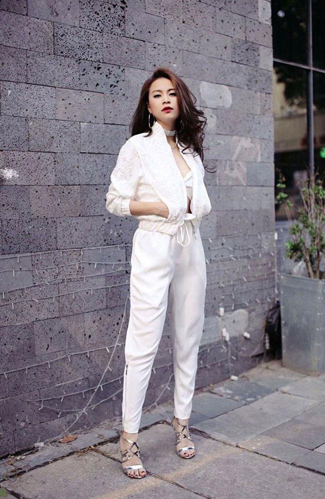 Chán váy điệu, Hoàng Thùy Linh lăng xê loạt quần không thể chất hơn