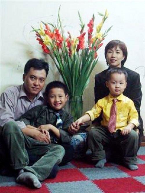 Nhan sắc vợ MC Lại Văn Sâm, Quang Minh và dàn trai đẹp của VTV