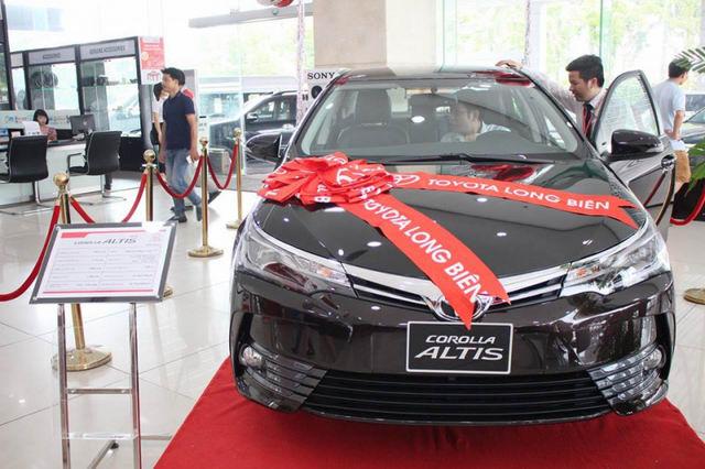 Giảm giá 40 triệu đồng, Toyota Corolla Altis 2.0V 2017 có gì? - Hình 1