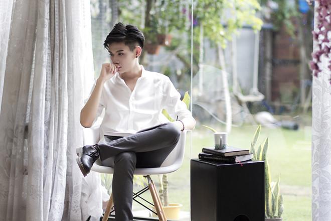 Lộ ảnh Đào Bá Lộc hẹn hò với bạn trai cũ tại Singapore - Hình 1