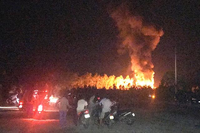 Nổ lớn tại khu chiết xuất gas, lửa bùng cháy dữ dội - Hình 1