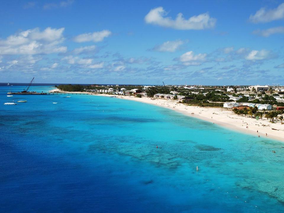10 địa điểm khách du lịch đông hơn dân địa phương
