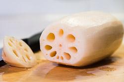 [Chế biến] - Ngó sen nhồi gạo nếp mật ong thơm ngọt cho mâm cơm dịp lễ Vu Lan
