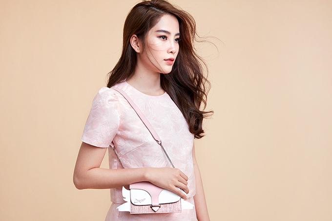 Người đẹp Việt khoe sắc cùng trang phục hoa