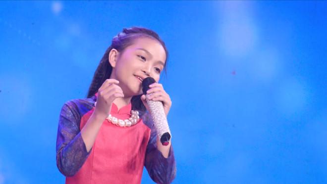 Thiên thần bolero Quỳnh Trang ngọt ngào với hit cũ của Phi Nhung