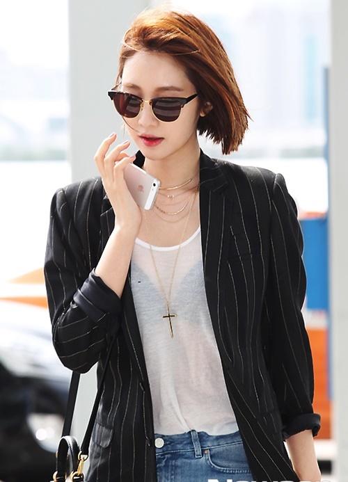 Thời trang sân bay của Mỹ nhân tóc ngắn quyến rũ nhất Hàn Quốc