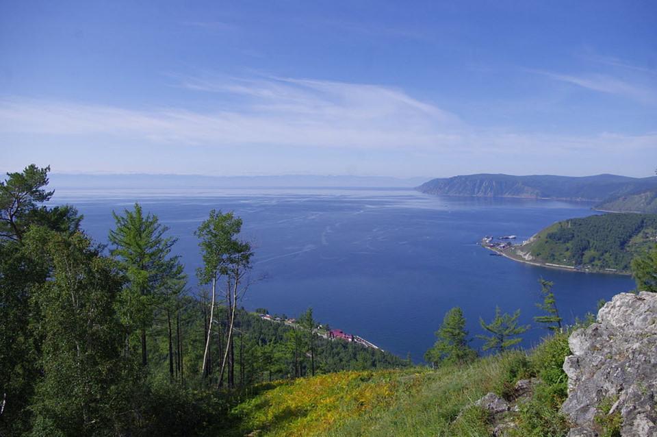 Vẻ đẹp của hồ nước ngọt sâu nhất thế giới