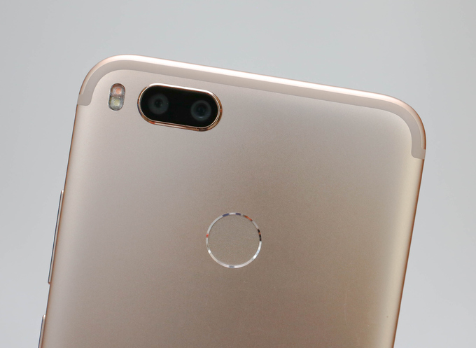 Xiaomi ra smartphone camera kép giống iPhone 7 Plus