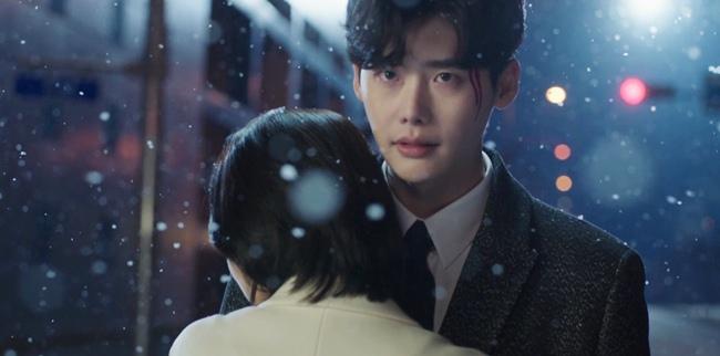 Fan náo loạn vì Lee Jong Suk và Suzy vừa gặp đã... hôn đắm đuối
