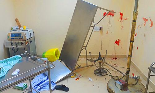 Ba thanh niên bịt mặt xông vào bệnh viện bắn người
