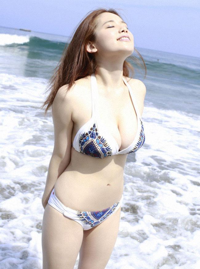 Nữ thần sexy mới của Nhật Bản khiến mày râu ngày nhớ đêm thương