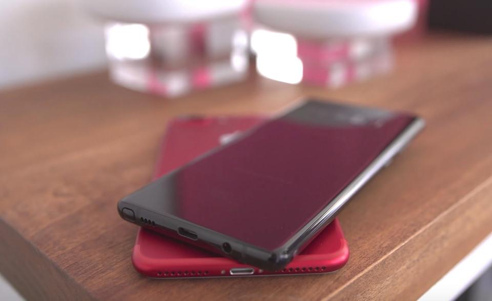 So sánh thiết kế Galaxy Note 8 và iPhone 7 Plus