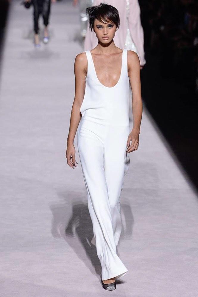 Tom Ford khuấy động New York Fashion Week với mốt không quần