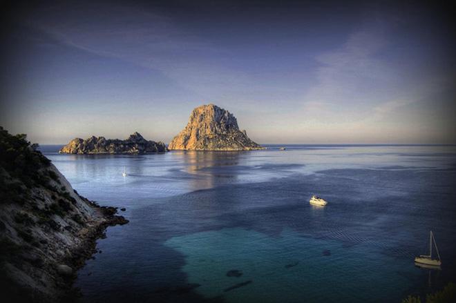 """Khám phá hòn đảo bí ẩn được mệnh danh """"lối đi đến thành phố bị lãng quên"""""""
