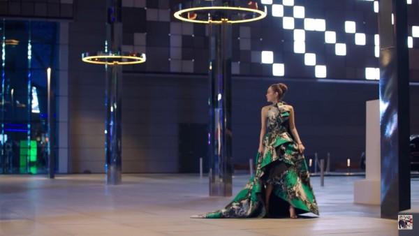 Loạt người đẹp Vbiz bị 'dìm hàng' vẫn không ngừng đụng váy áo với Hồ Ngọc Hà