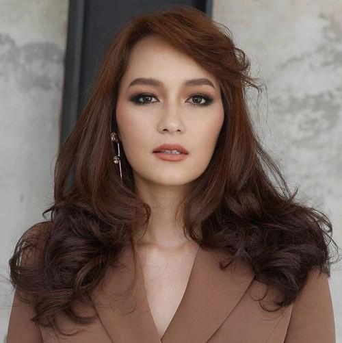Nhờ tài 'soi ảnh', fan tin chắc Lukkade, Bee Namthip làm HLV The Face Thái phiên bản All Stars?