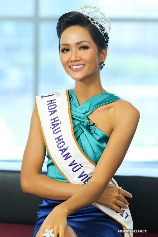 Tân Hoa hậu Hoàn vũ VN từng làm giúp việc thời sinh viên