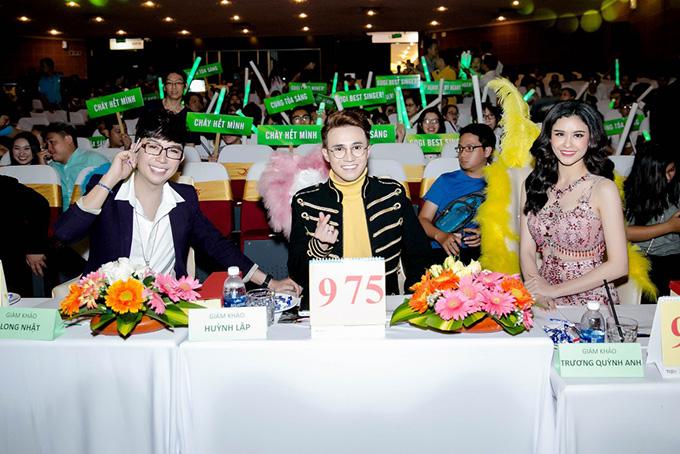 Trương Quỳnh Anh mặc quyến rũ đi làm giám khảo