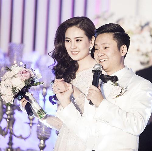 Bố chồng MC Mai Ngọc chỉ con dâu cách dạy ông xã: Con múc nó cho bố nhá