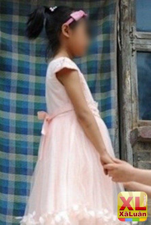 Bố mới 35 tuổi mà con gái đã đưa ảnh lên bàn thờ thắp hương, ai cũng chửi bất hiếu nhưng..