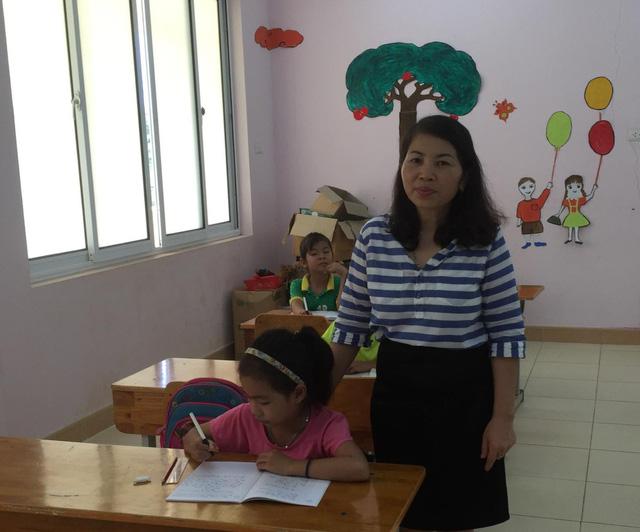 Cô giáo 11 năm đi vá tâm hồn của những trẻ nhiễm H