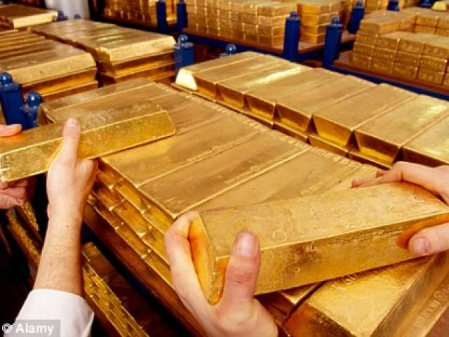 Giá vàng hôm nay 12.1: Tiếp tục tăng mạnh do giá vàng thế giới?