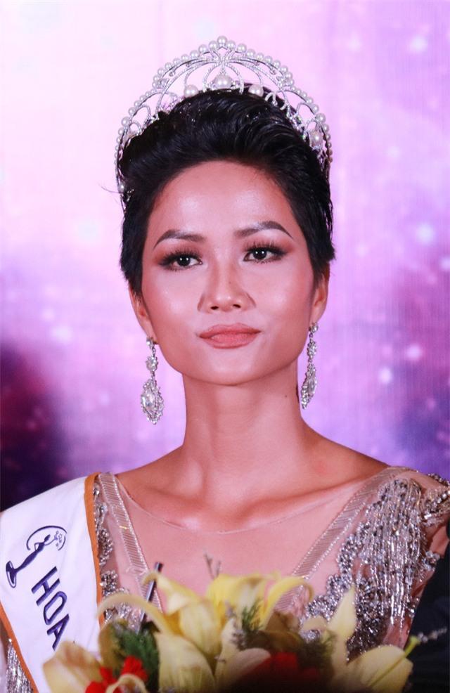 Hoa hậu HHen Niê từng đi làm osin chăm 3 con cho một nhà khá giả