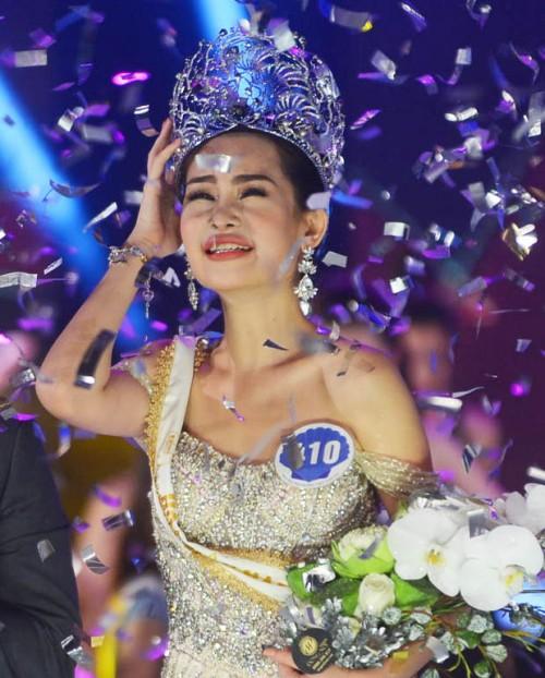 Lê Âu Ngân Anh và hành trình 2 tháng giữ vương miện Hoa hậu Đại dương chẳng ngày nào được yên ổn