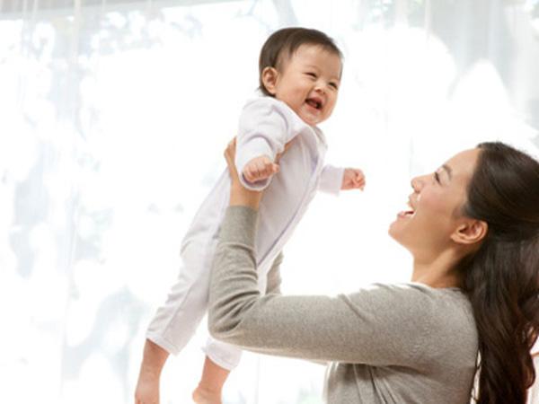 Mẹ chồng – mẹ đẻ: Cuộc chiến nuôi dạy cháu