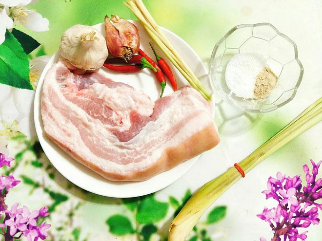 [Chế biến] - Tối mùa đông có xiên thịt nướng vàng ươm, thơm phức thì quá tuyệt!