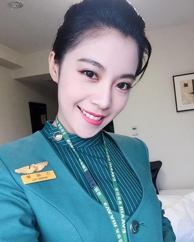 4 nữ tiếp viên hàng không hớp hồn triệu đấng mày râu xứ Đài