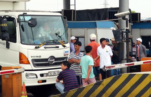 Hàng loạt trạm BOT bị tài xế phản đối ngày cuối tuần