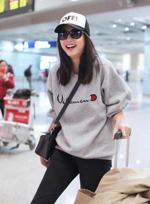 Hoa hậu Thế giới kiêm mẹ bỉm sữa Trương Tử Lâm khoe nhan sắc rạng rỡ ở tuổi 33