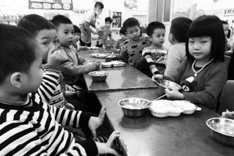 Khó tìm trường lớp cho hàng nghìn trẻ mầm non khu công nghiệp