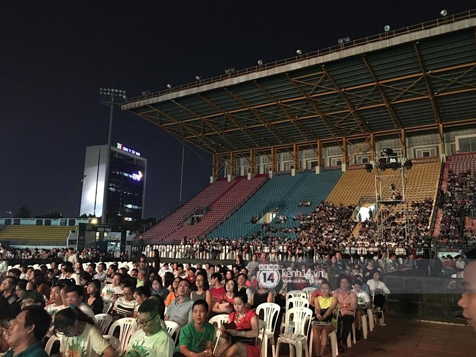 Không chỉ loạt ngôi sao, khán giả cũng không mặn mà với Gala kỷ niệm 20 năm Làn Sóng Xanh