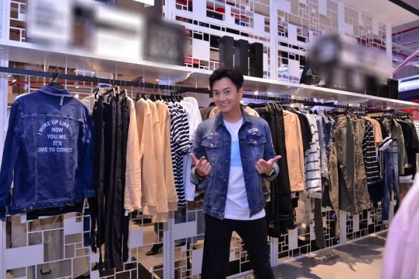 Minh Hằng lên đồ thanh lịch, rạng rỡ 'đọ sắc' cùng girlgroup Hàn Quốc