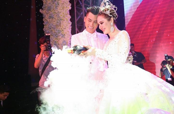 Toàn cảnh đám cưới thế kỷ đẹp như cổ tích của Lâm Khánh Chi