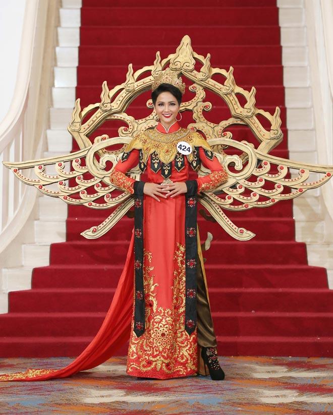 Top 10 Hoa hậu Hoàn vũ VN tiết lộ thú vị về HHen Niê
